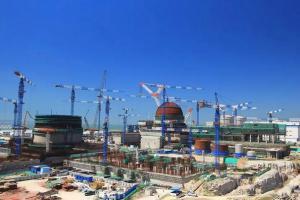 华龙一号全球首堆预应力工程张拉平台顺利到场