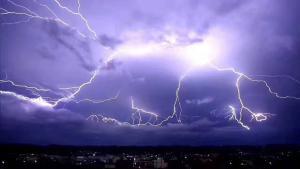 全球变暖或减少雷电,平均雷鸣闪电数降15%