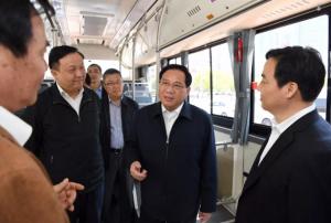 中国首条全智能充电弓BRT线路在上海运行