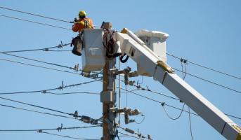一些公用事业公司仍在谨慎投资可再生能源