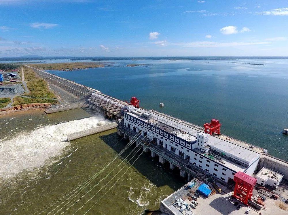柬埔寨桑河二级水电站6#机组导水机构吊装