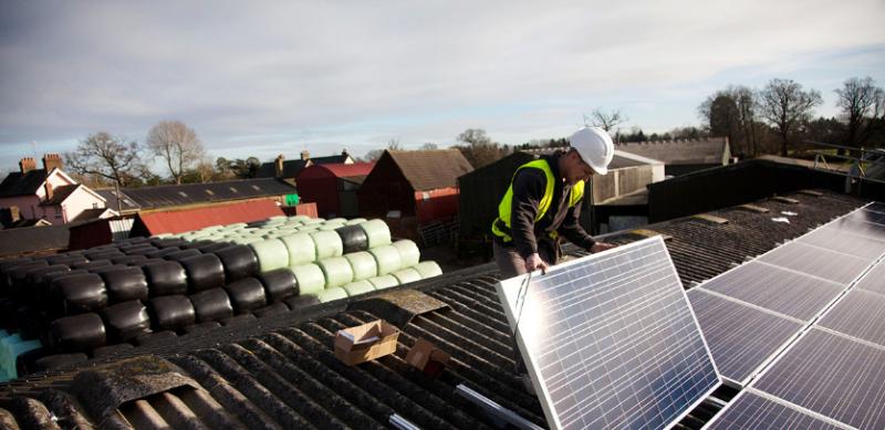 2017年是可再生能源的创纪录的一年,但为了实现巴黎目标还需要更多的努力