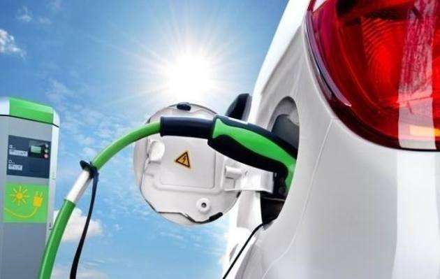 新能源汽车在飞速发展 充电桩却为何存在双向矛盾