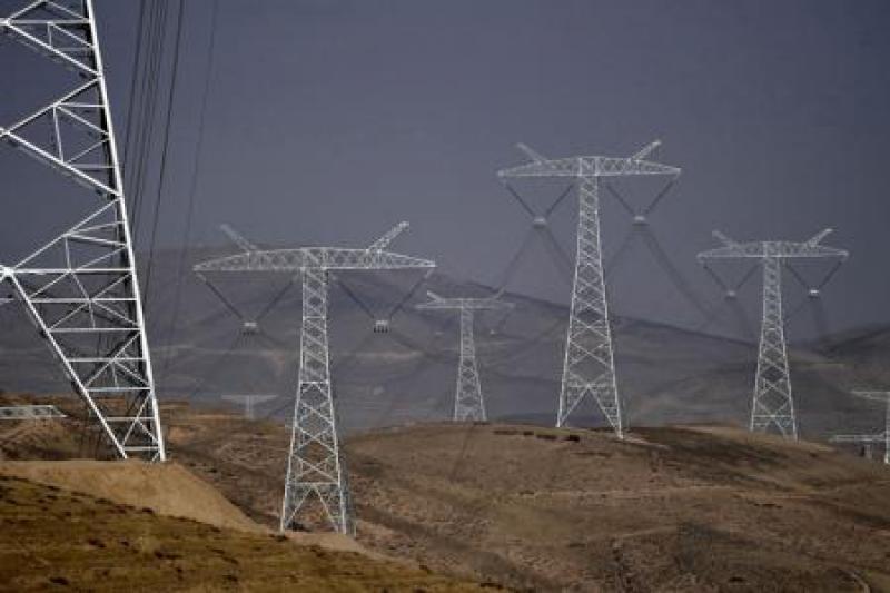 世界首条±1100千伏特高压直流输电工程全线架通