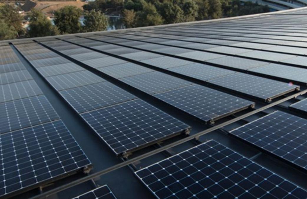 EGAT将太阳能电池板推到水坝上的浮标上