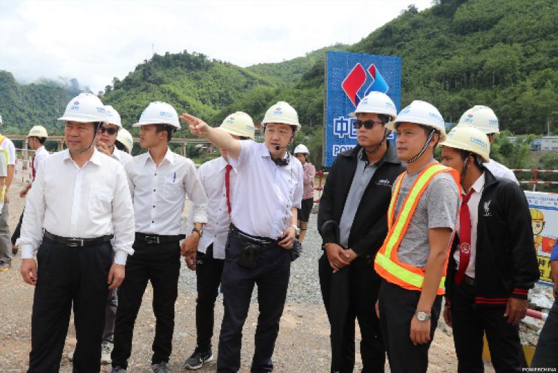 老挝当地大学师生到南欧江水电站参观学习