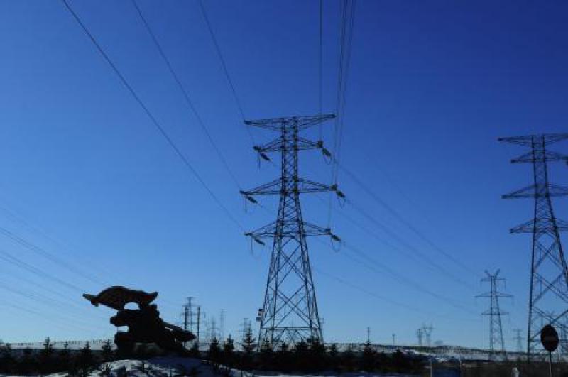 """""""疆电外送""""特高压输电工程核心装备 ±1100千伏高压直流换流变压器发运"""