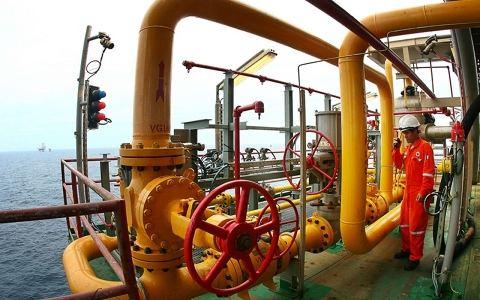 越南石油天然气集团继续在动荡的石油和天然气市场的背景下开展生产和业务