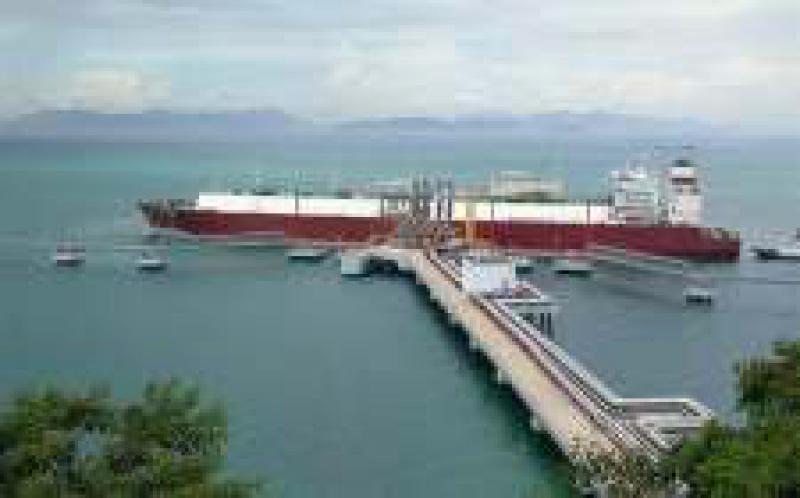 第一台Moss型液化天然气运输船抵达中海油的粤东码头