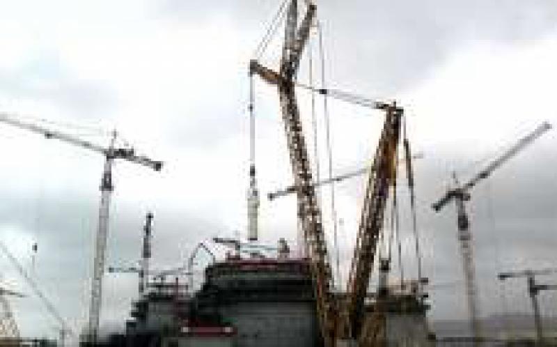 海外华龙3号机(K3机组)组首台主设备蒸汽发生器吊装就位