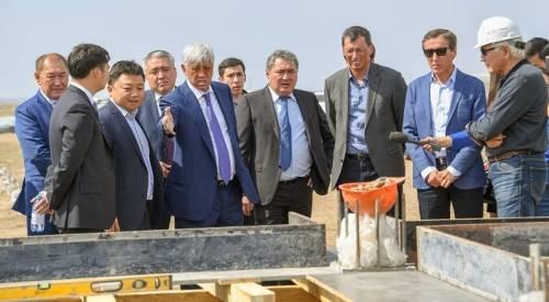 哈萨克斯坦最大的SES正在Kapshagai附近建造
