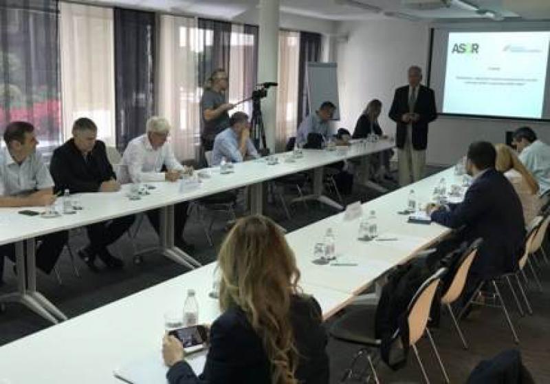 塞尔维亚监管方面的未知因素限制了将多余的能源输送到电网中