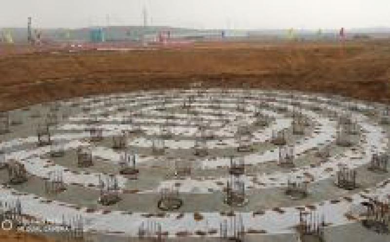 世界首例汽轮机高位布置项目锅炉首根钢架就位