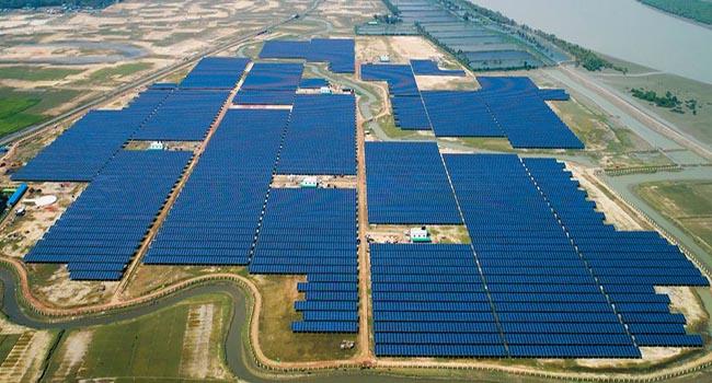 随着太阳能发电场和屋顶板,孟加拉国向绿色电力目标迈进